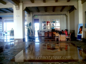 Cebu-Imperial-Palace-frontdesk